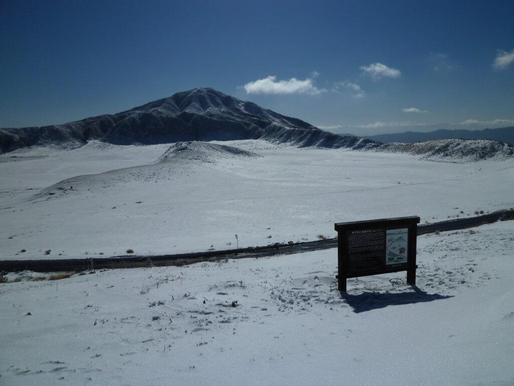 熊本観光は阿蘇山!レンタカーで行こうと思ったら一面銀世界だった!