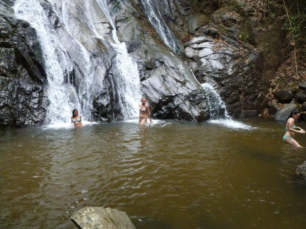 チェンマイ トレッキング 滝