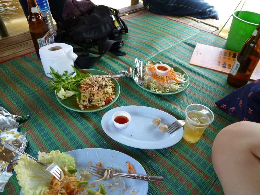 チェンライ お祭り 川の上のレストラン