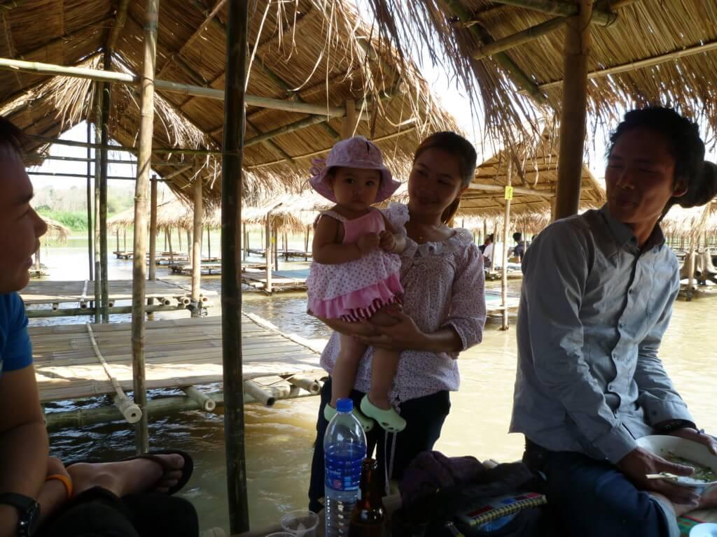 タイ~ラオスの国境越えの行き方!タイのチェンコーンからファイサーイへバスで移動!