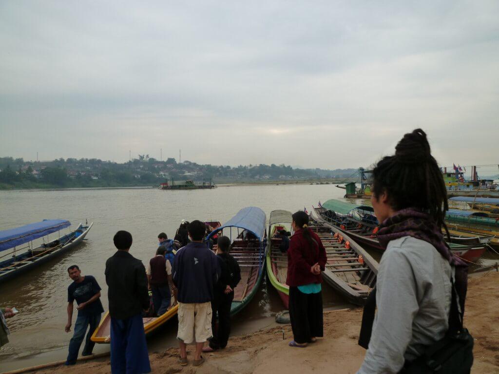 タイからラオスへ国境越えは川下り!?初めての人にもわかる3つの方法を説明!