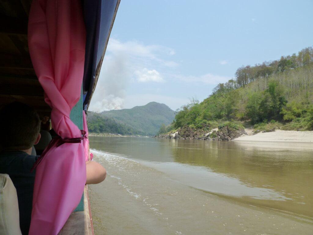 まとめ タイからラオスに川を越えて国境越えをしたファイサーイ そこからルアンパバーンへの道のりはどの方法でも地獄です!