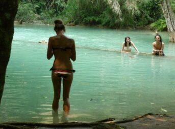 クアンシーの滝 外国人美女 水着 セクシー ルアンパバーン ラオス