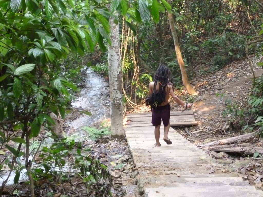 原住民 クアンシーの滝 ルアンパバーン ラオス