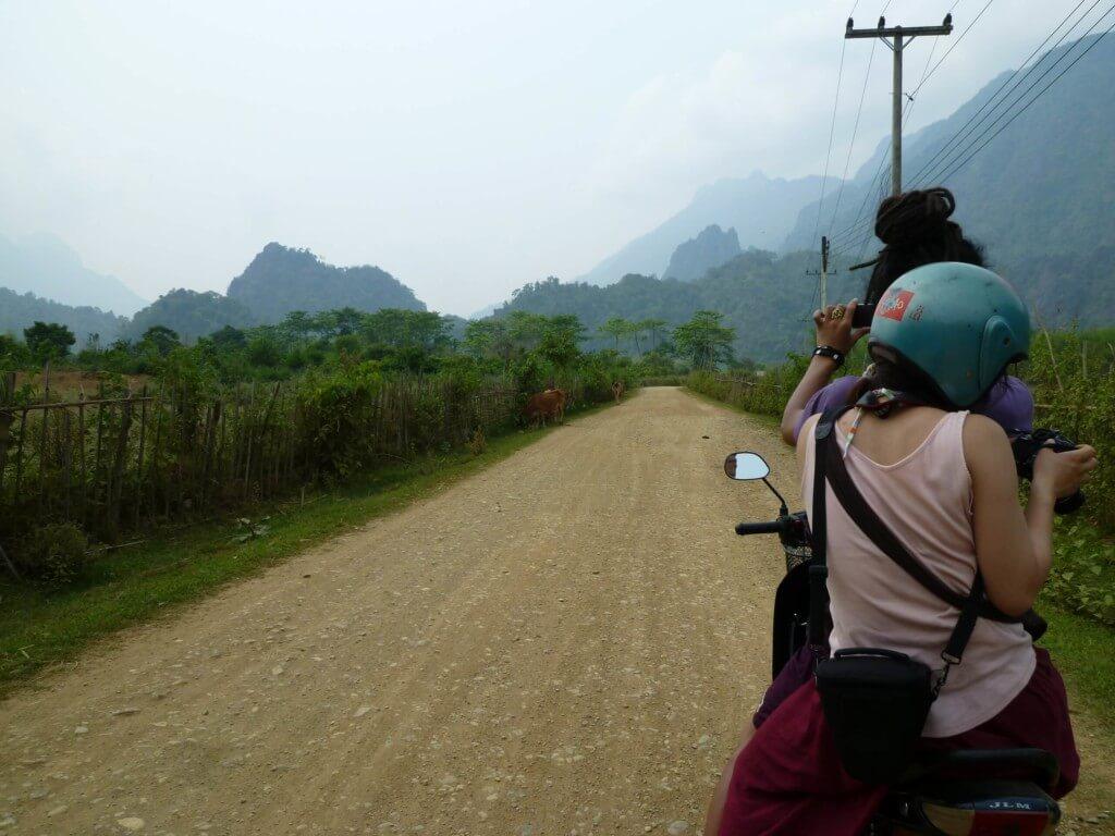 バンビエンの観光はブルーラグーン(Blue Lagoon)にタム・プーカム洞窟(Tham Poukham Cave)