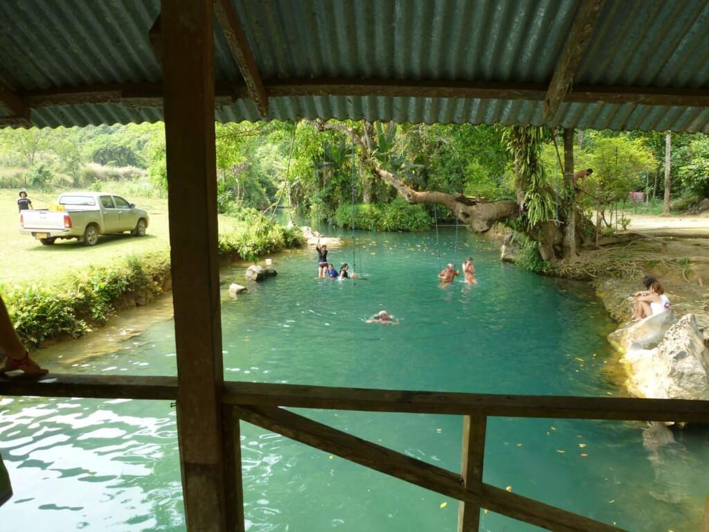 ブルーラグーン(Blue Lagoon)はめっちゃキレイなエメラルドグリーンの川