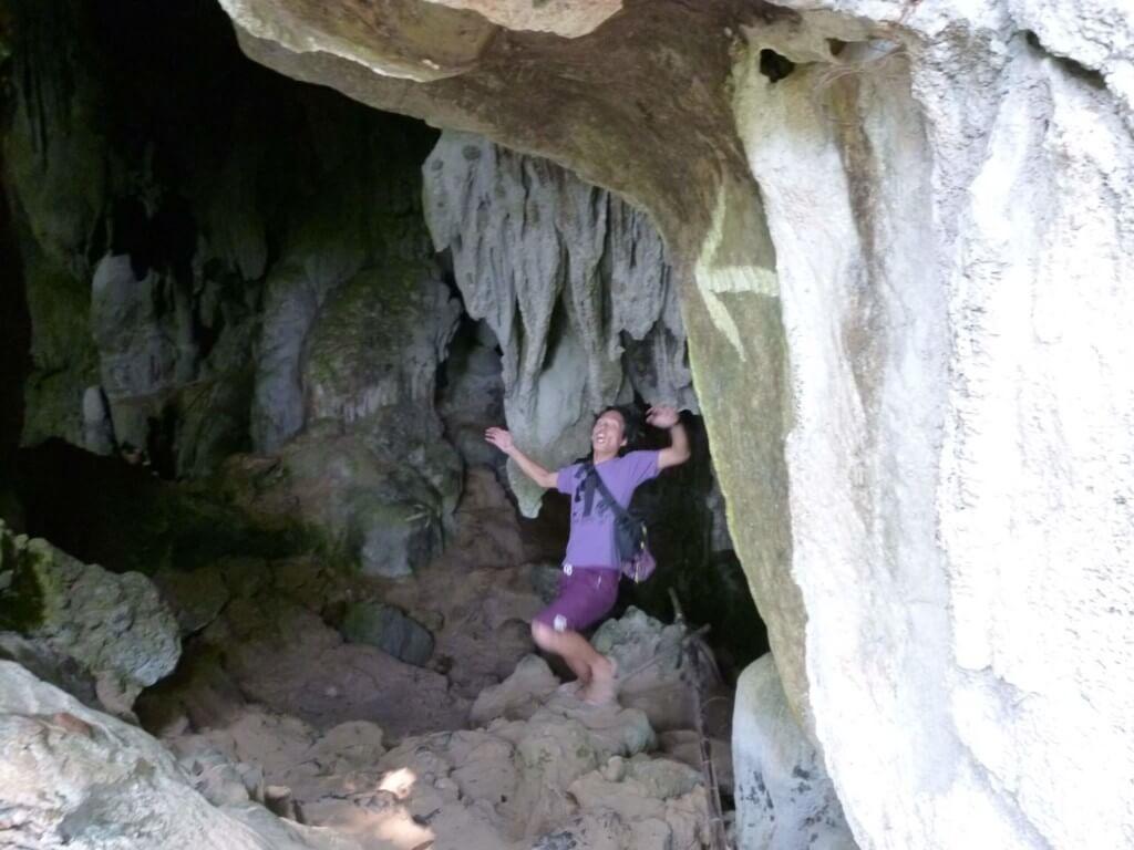 大自然のタム・プーカム洞窟(Tham Poukham Cave)は真っ暗闇です!