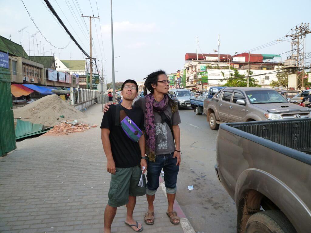 ラオスのビエンチャン観光でパトゥーサイにタート・ルアン