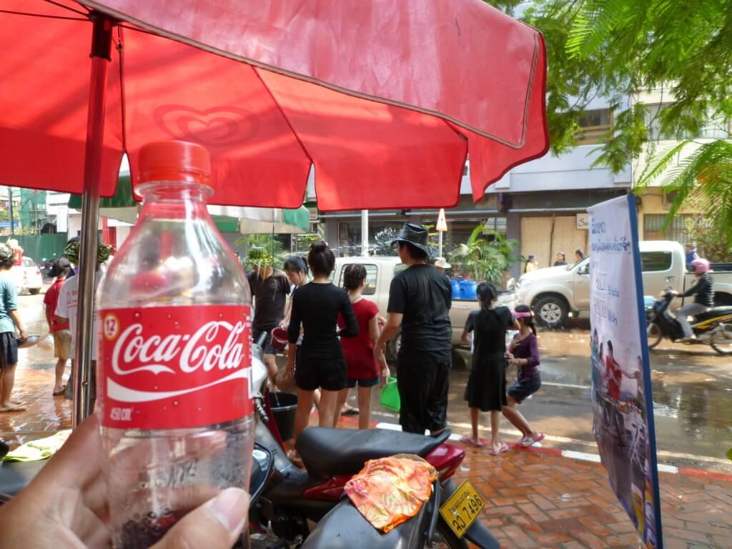 今日のコーラ ビエンチャンの水かけ祭り