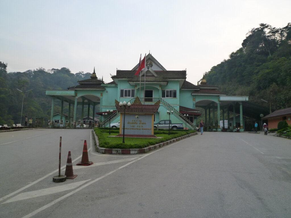 ラオス ベトナム 国境