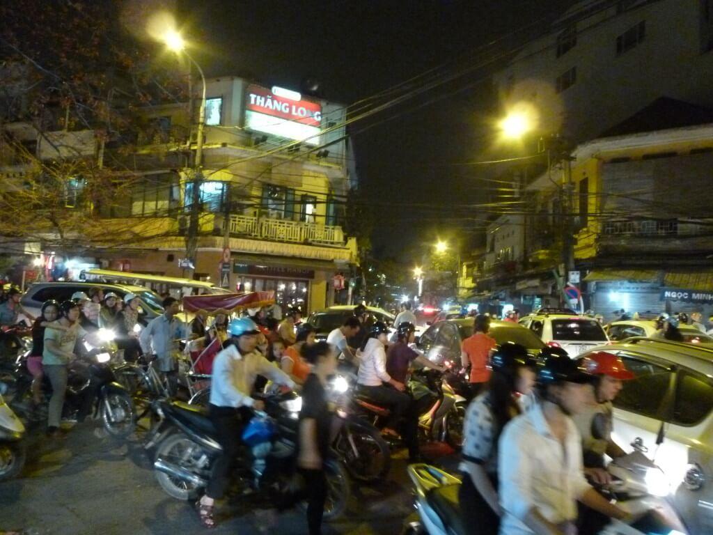 ハノイ ベトナム バイクが多い
