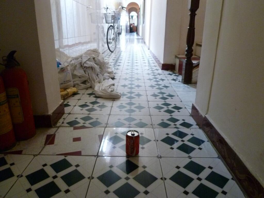 今日のコーラ ビンジュオンの廊下