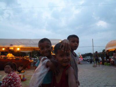 カンボジア プノンペン 物乞いの子供達