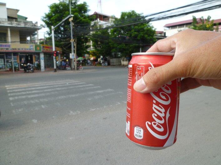 今日のコーラ カンボジアのバイクタクシーはしつこいです
