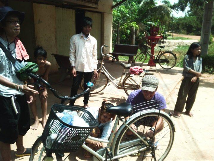 カンボジア 村 自転車修理