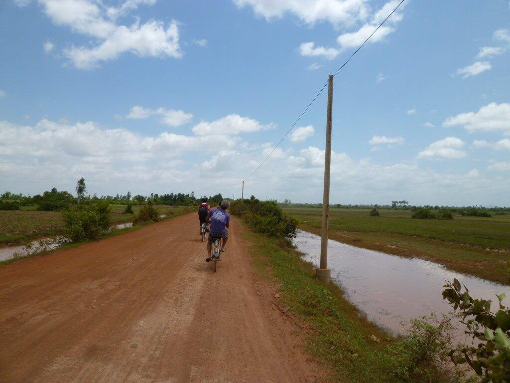 イキイキスクール カンボジア シェムリアップ トロペアントム村 道