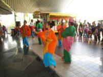 今日の美女 伝統舞踊を踊るマレーシアの女の子