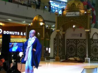 今日の美女 インドネシアのファッションショーの子