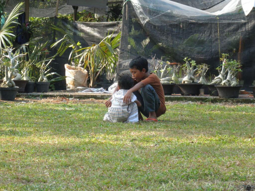 インドネシア ホームレスの子供