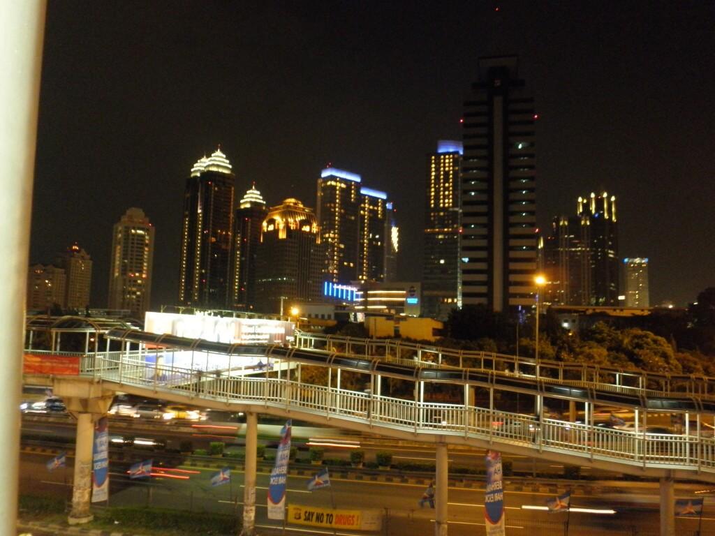 インドネシア 夜の風景