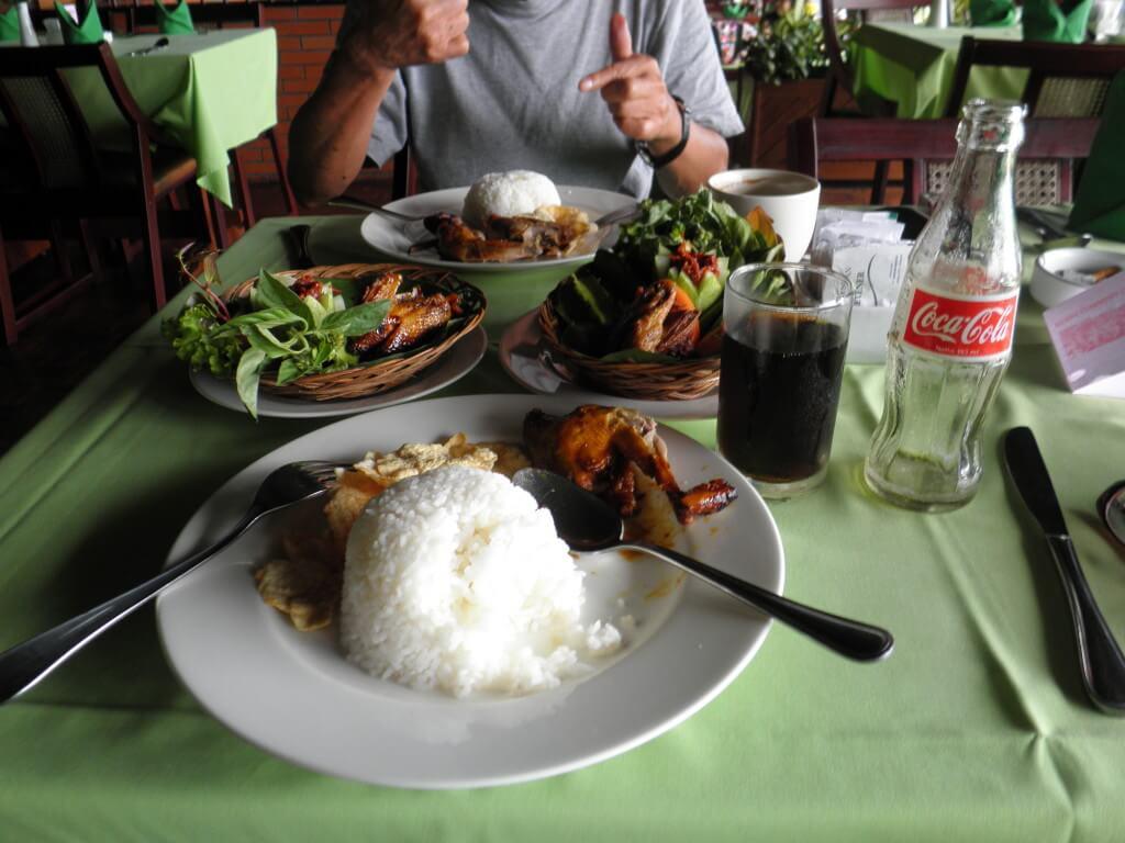 今日のコーラ インドネシア料理