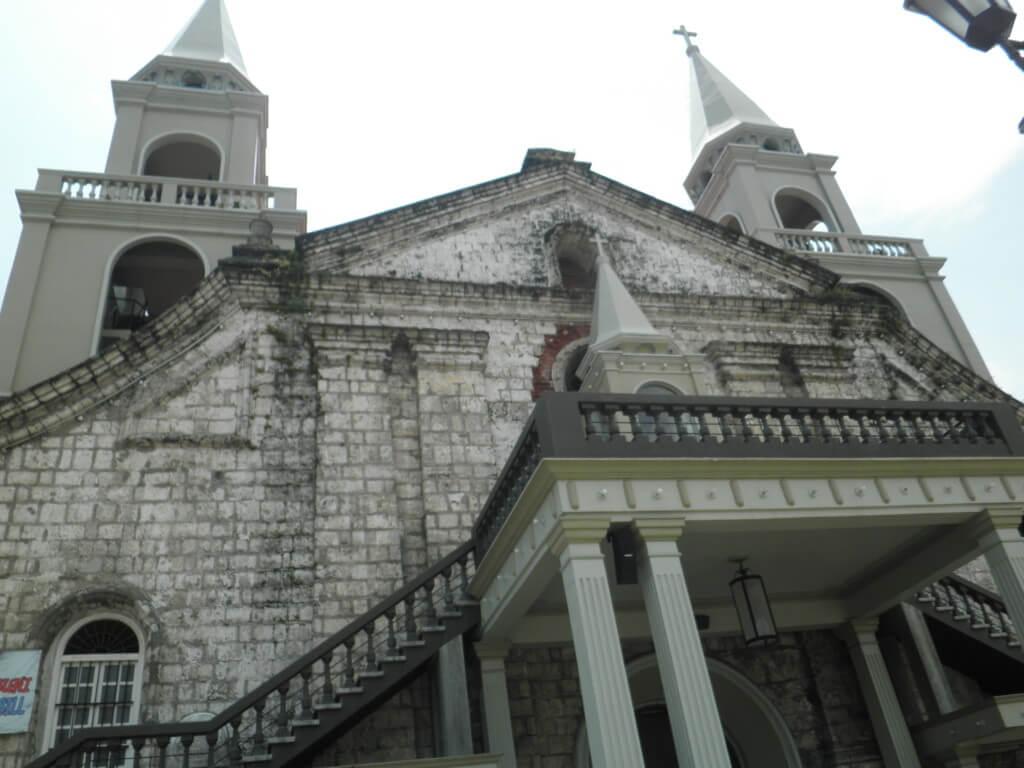 イロイロの観光でハロ大聖堂(Jaro Cathedral)