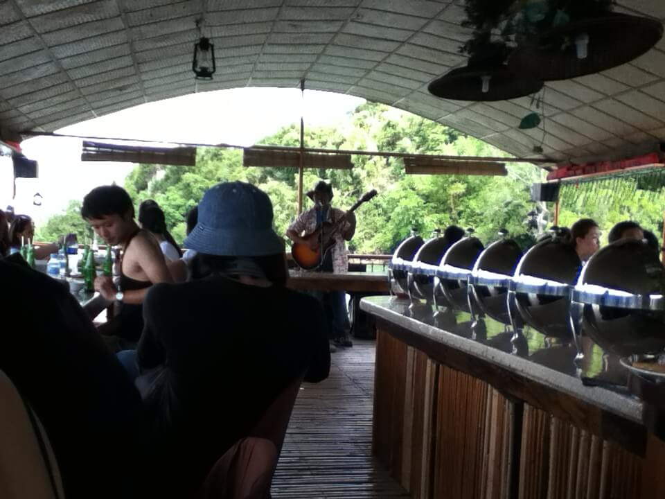 ランチ 船 ボホール川下りツアー