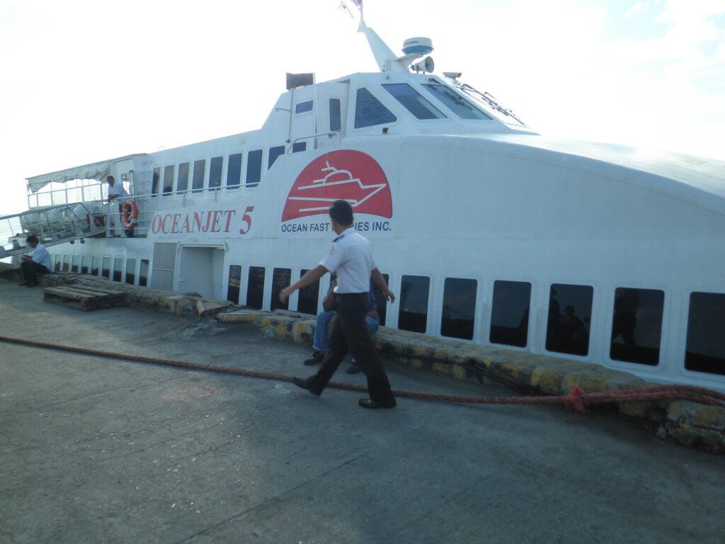 早起きしてドゥマゲティから早朝発のボホール島行きのフェリーOceanJet(オーシャンジェット )に乗り込む!