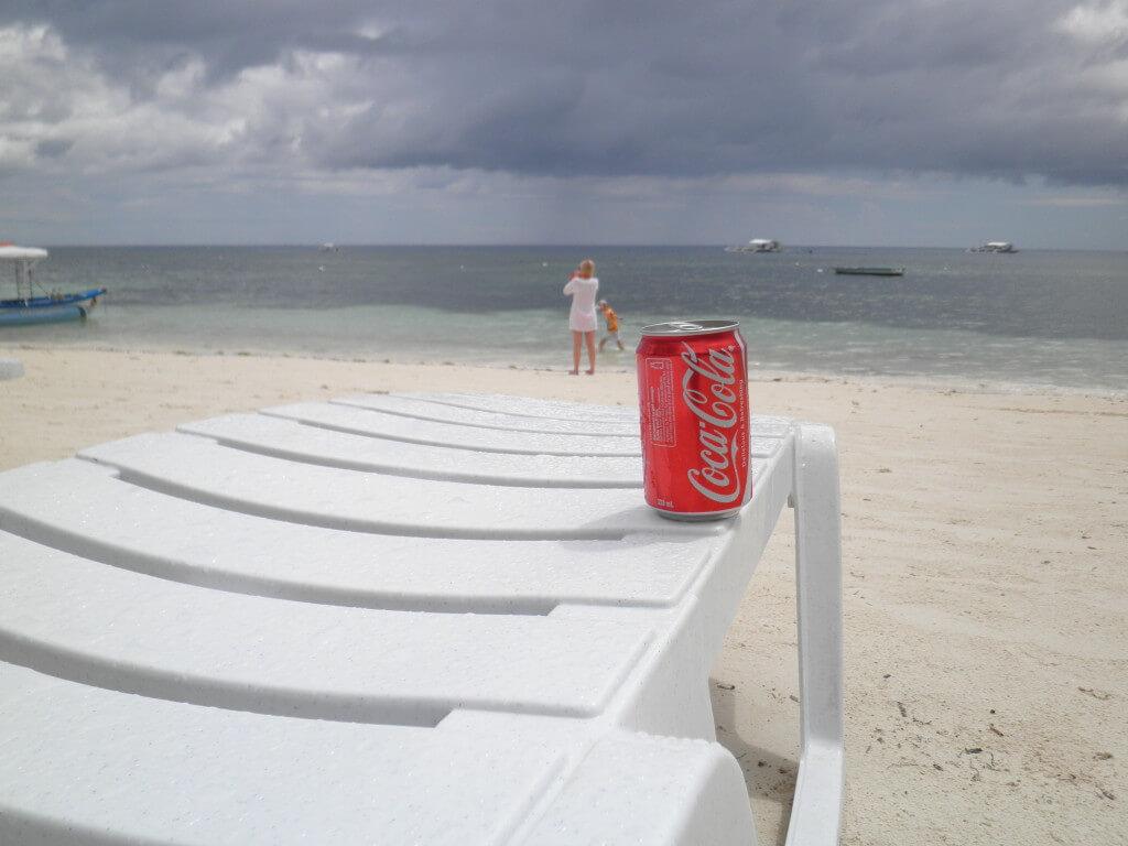 今日のコーラ アロナビーチでのんびりと