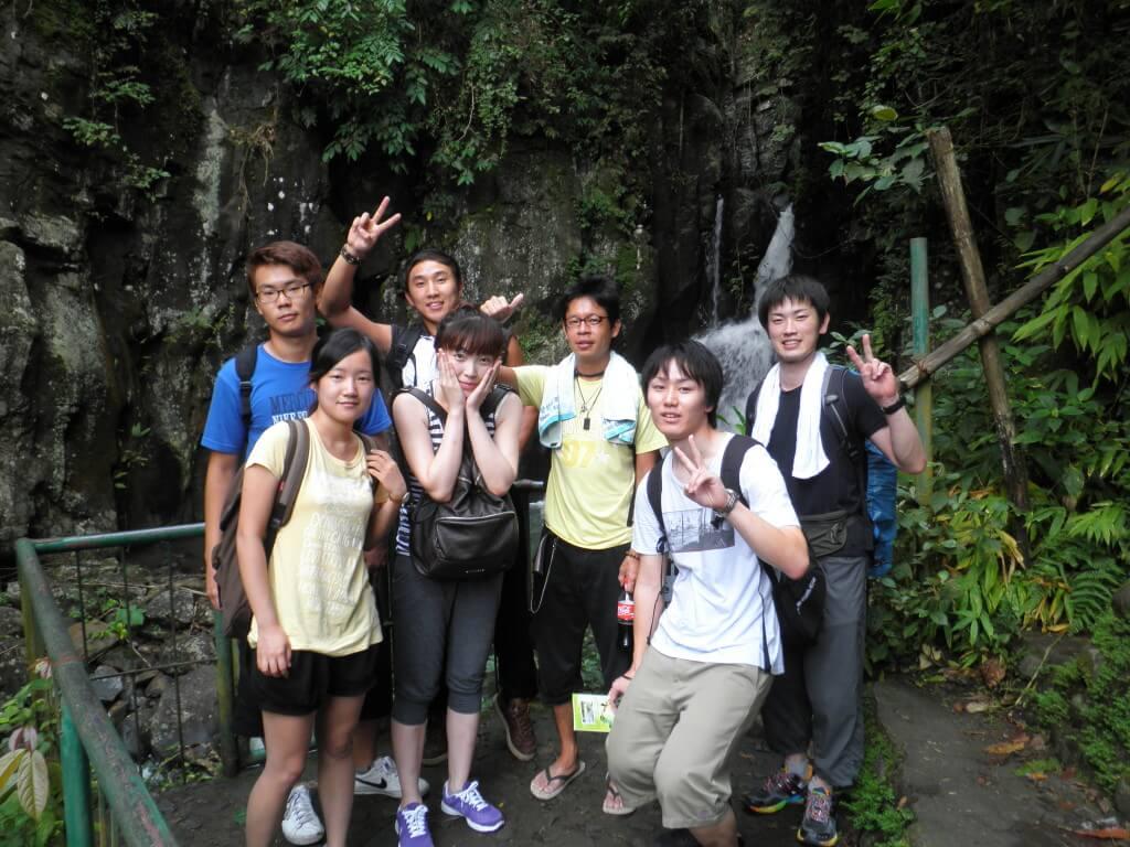 マンブカル 滝 トレッキング