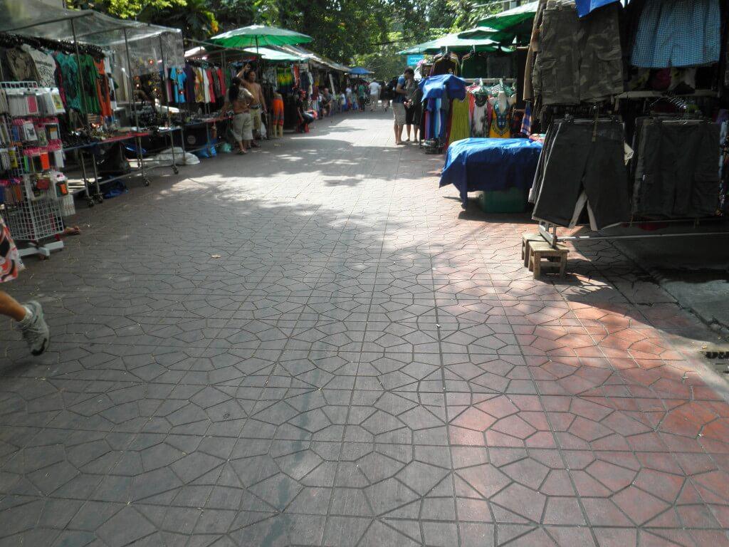 バンコク 寺裏通り