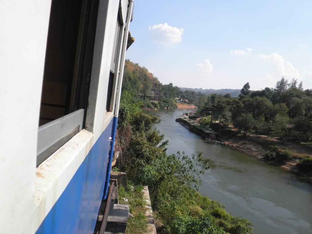 カンチャナブリ 電車
