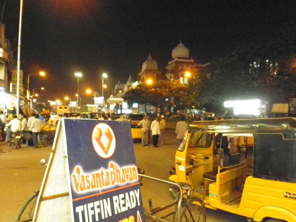 チェンナイ エグモア駅前  インド