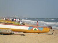 チェンナイのマリナビーチへ!インド人はサリーを着て海に入るの?
