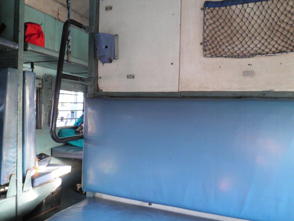 インド 列車 車内 SL スリーパー