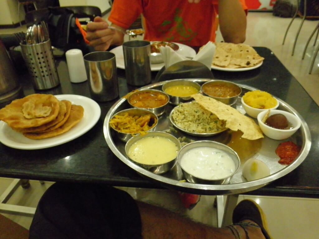 ターリー&プーリー インド料理