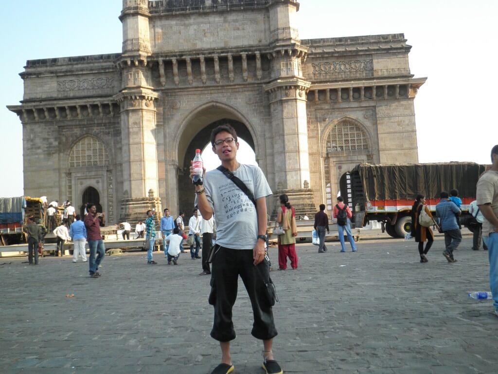 今日のコーラ インド門で