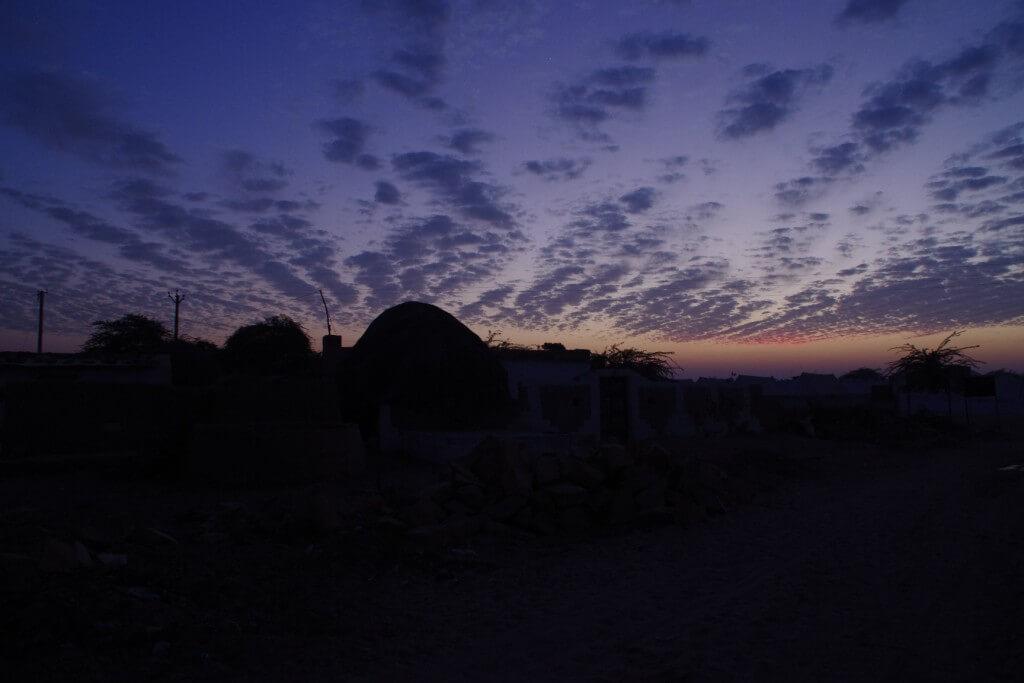 クーリー村 夕焼け 砂漠