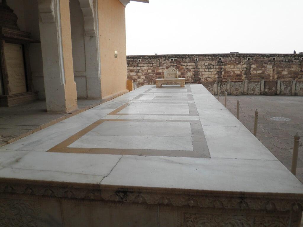 メヘラーンガル砦 マハラジャ 王位継承