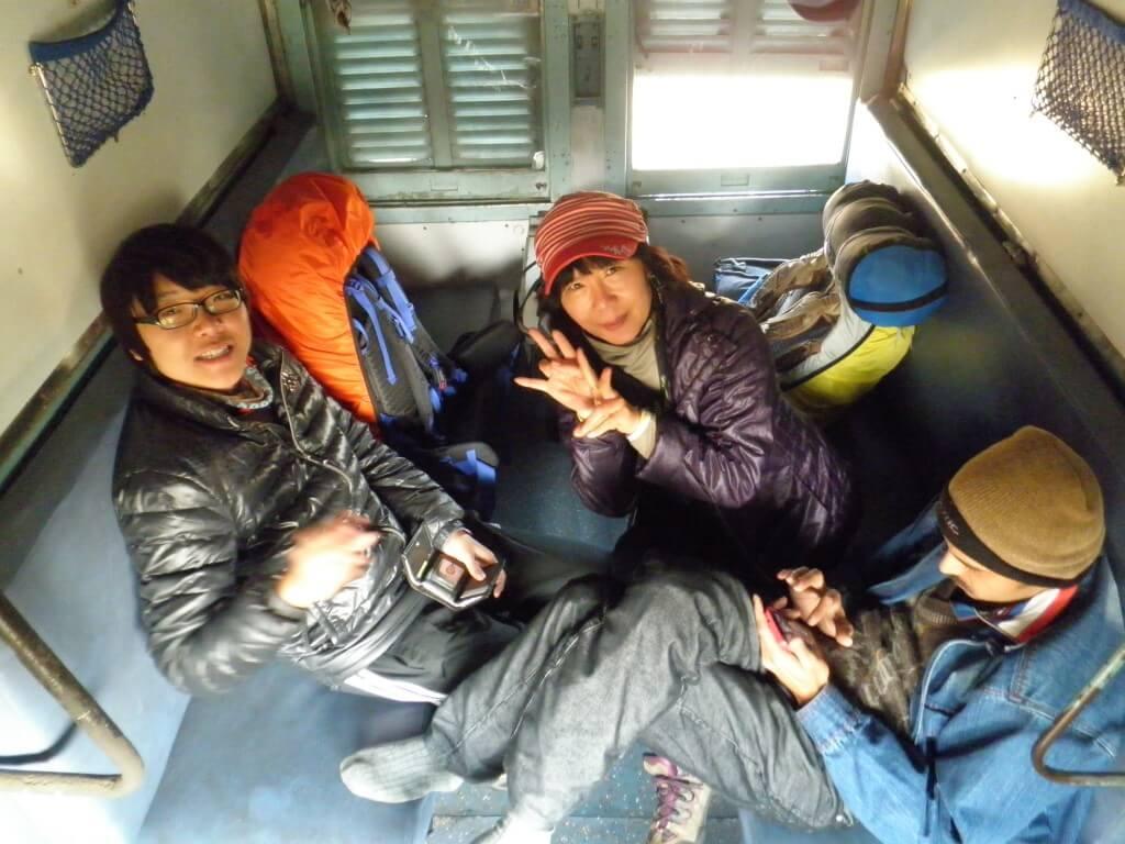 インド 電車 韓国人親子
