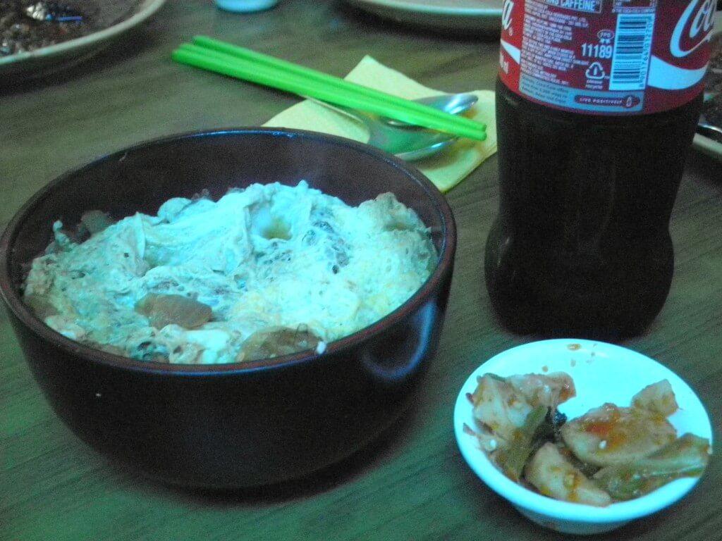 今日のコーラ バラナシの日本食 カツ丼と!