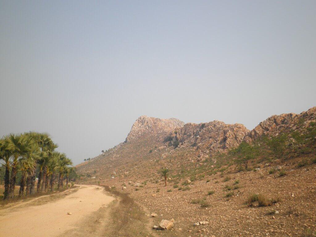 ブッダガヤ 仏陀 悟りの地 岩山