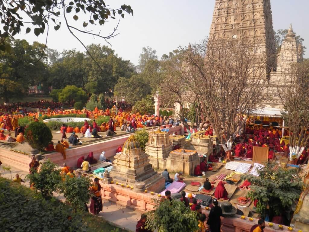 マハボディ ブッダガヤの大菩提寺 五体投地