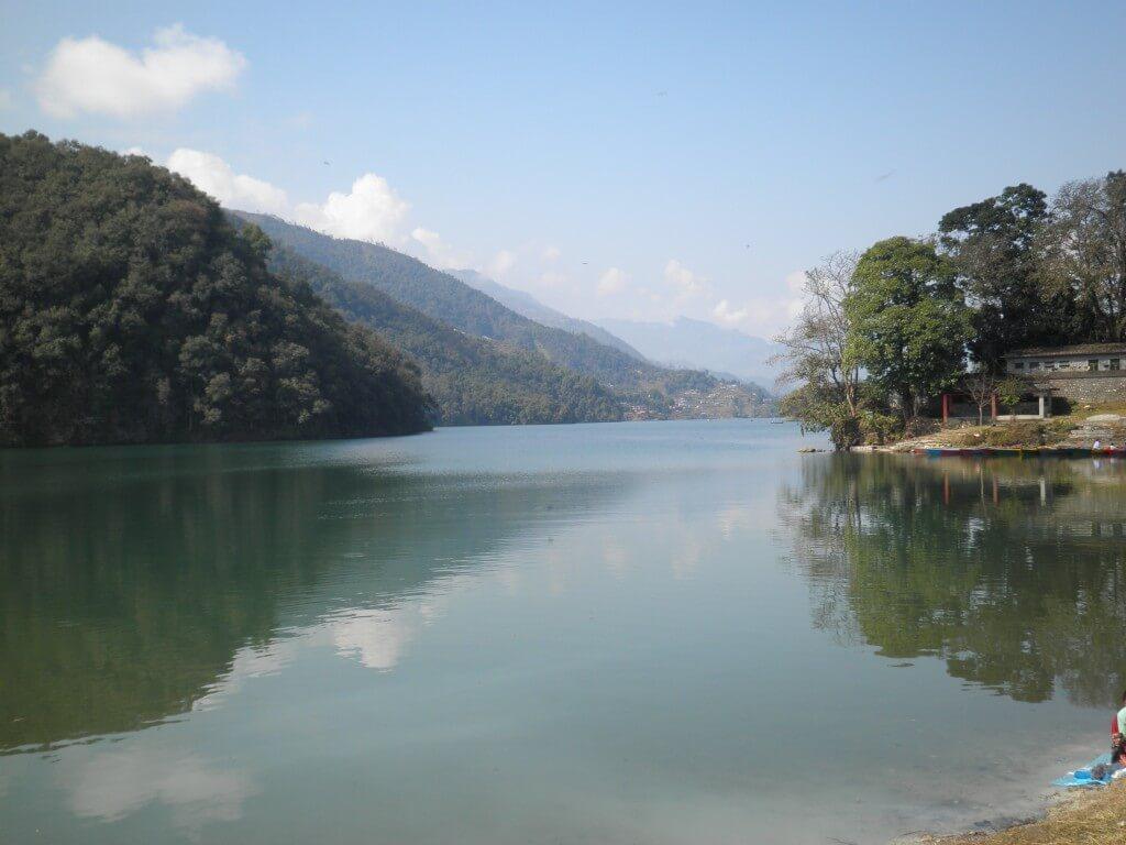 ポカラ 湖 ボートレンタル