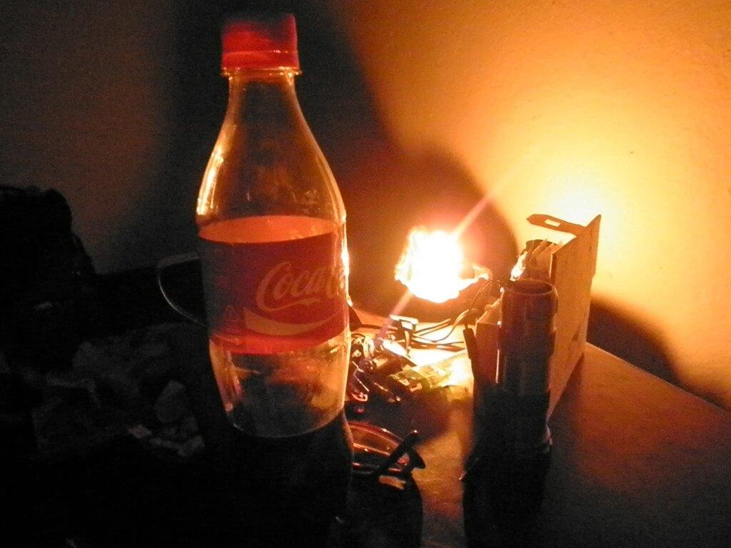 今日のコーラ ネパールの停電の中