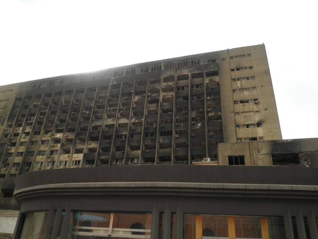 エジプト革命 燃えたビル