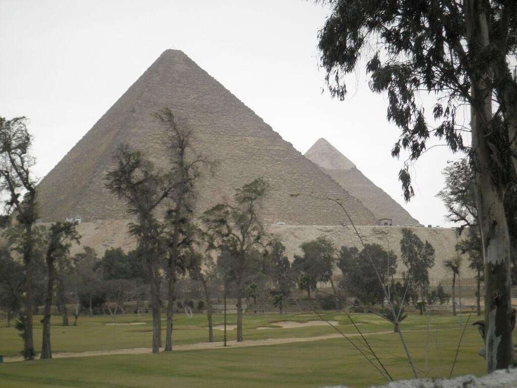 クフ王、カフラー王、メンカウラー王のピラミッドがあるギザのピラミッド