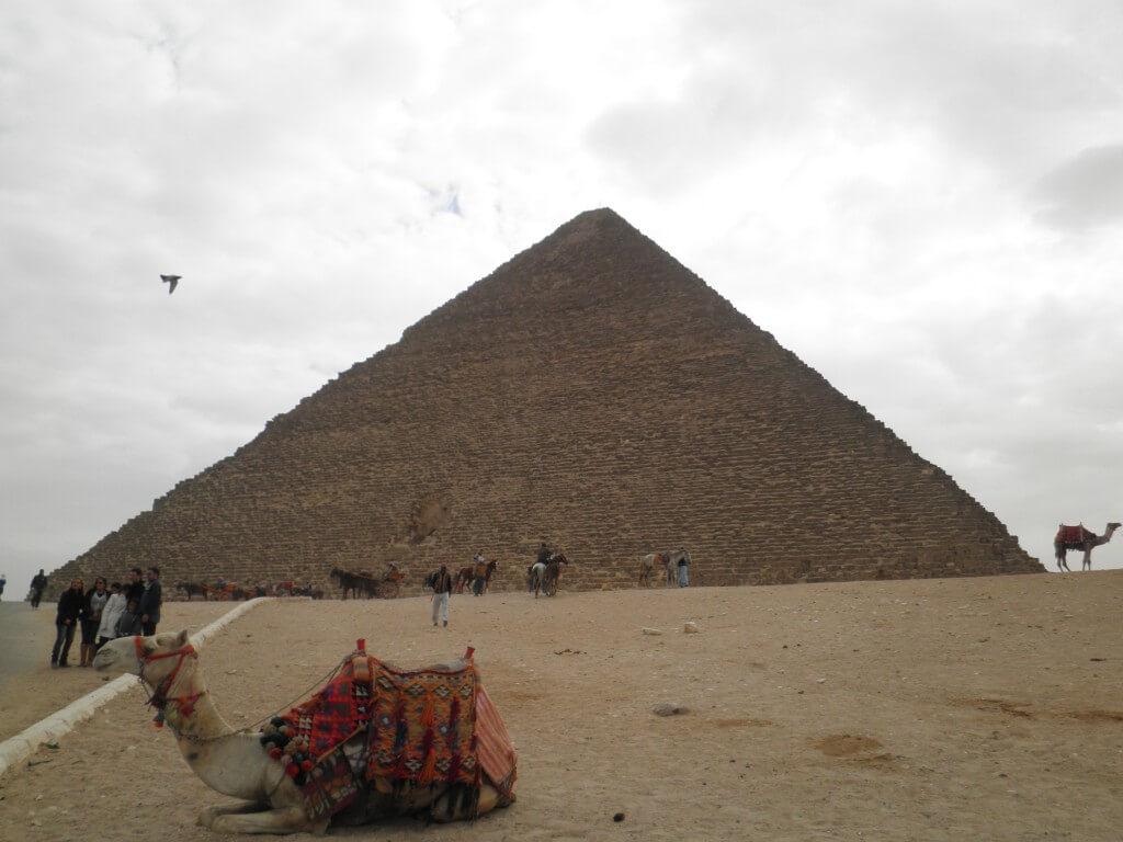 クフ王のピラミッド ギザ