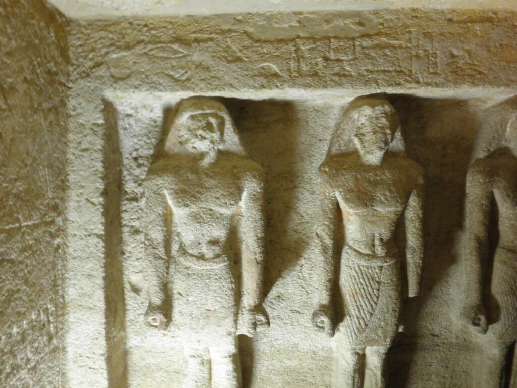 クフ王横の遺跡内部  ギザ