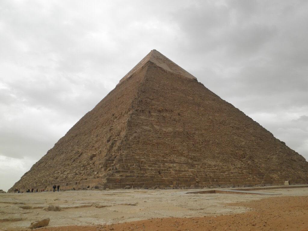 カフラー王のピラミッド ギザ